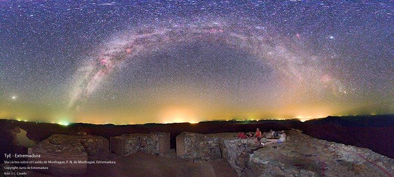 Zona de observación de estrellas en Monfragüe castillo